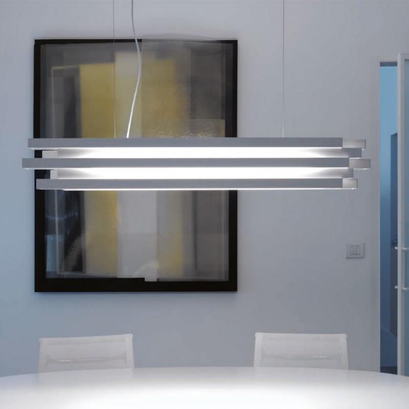 Lampada a sospensione Escape in alluminio verniciato bianco ambientata