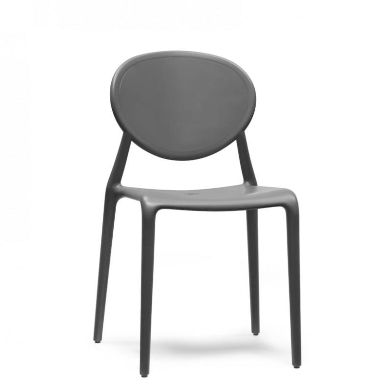 Sedia Gio in policarbonato impilabile e per uso esterno