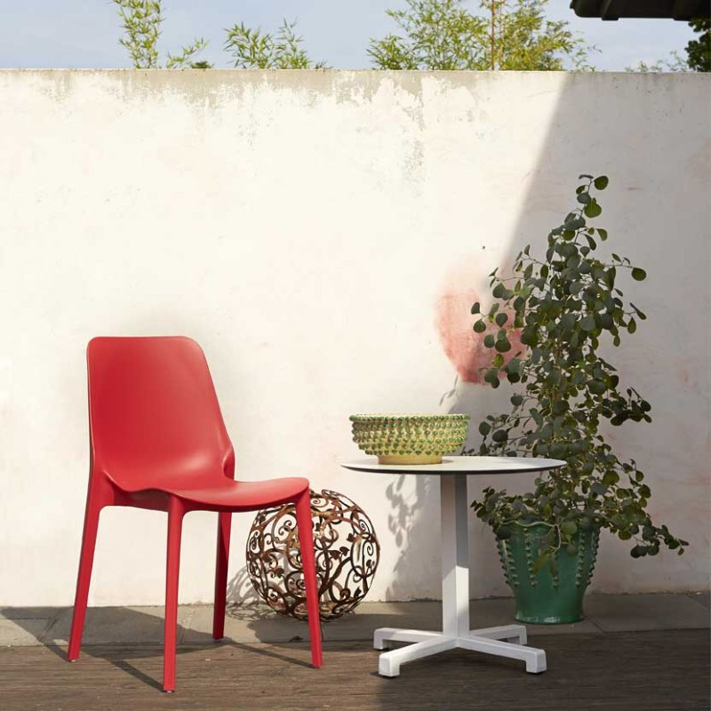 Sedia Ginevra per interni ed esterni realizzata in tecnopolimero di colore rosso