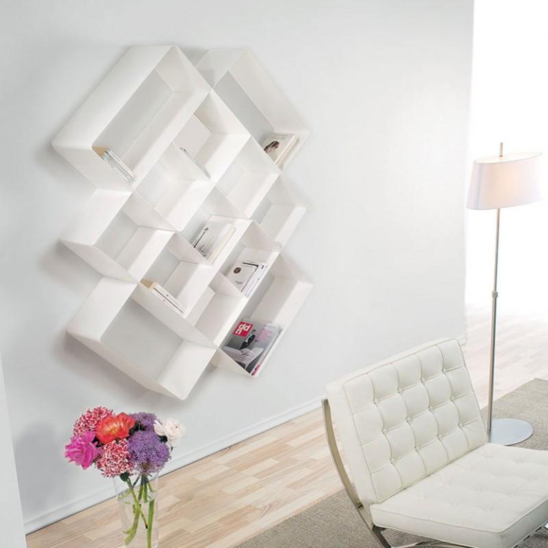 Libreria Mondrian in metallo bianco di Pezzani ambientata