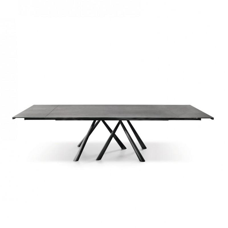 Tavolo allungabile Forest di Midj realizzato con la struttura in acciaio grafite piano in cristalceramica piombo