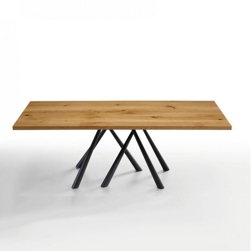 Tavolo Forest Fisso di Midj realizzato con la struttura in acciaio nero piano in legno massello di rovere bordo dritto