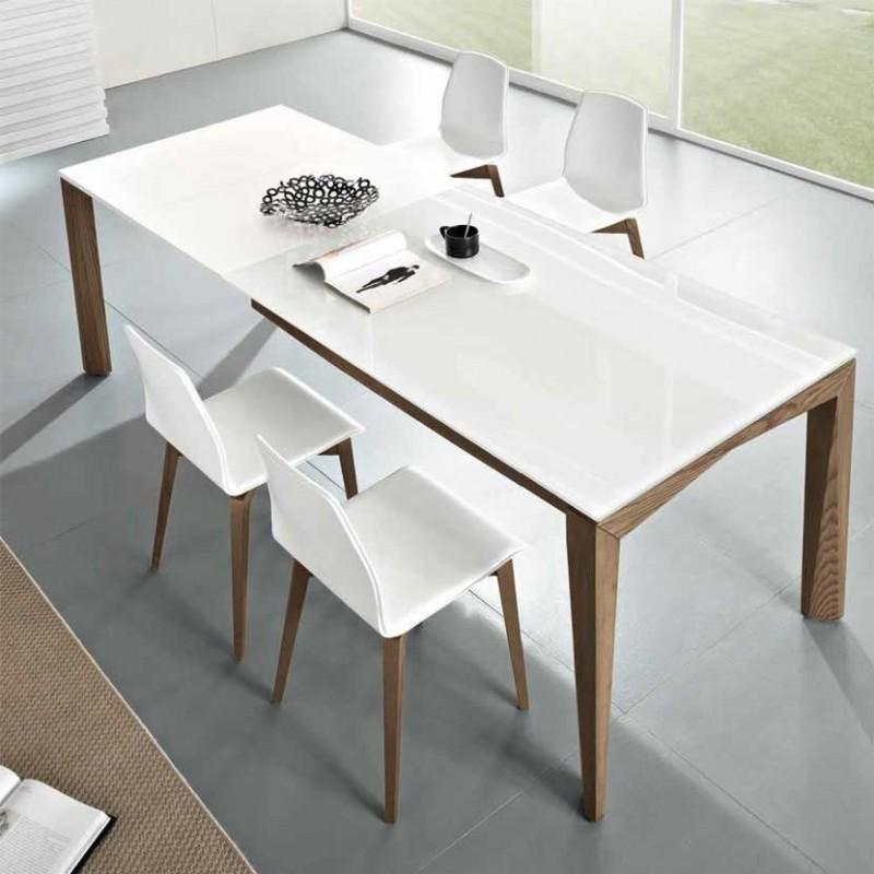 Tavolo allungabile Matrix di friulsedie con piano in vetro e gambe in frassino