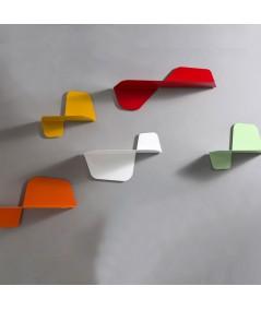 Composizione di mensole Flap in metallo con diverse dimensioni
