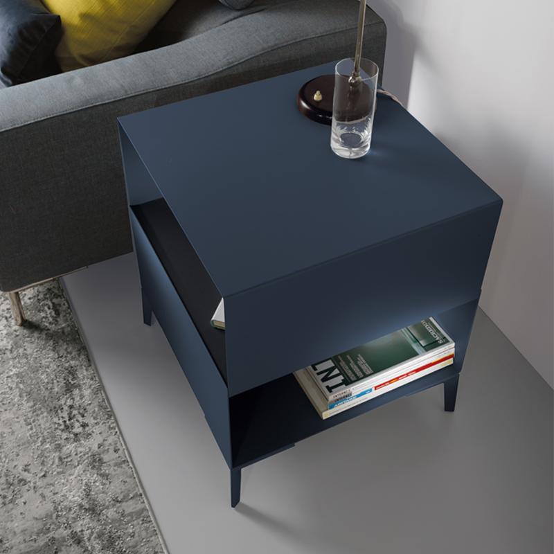 tavolino cube in acciaio blu di pezzani