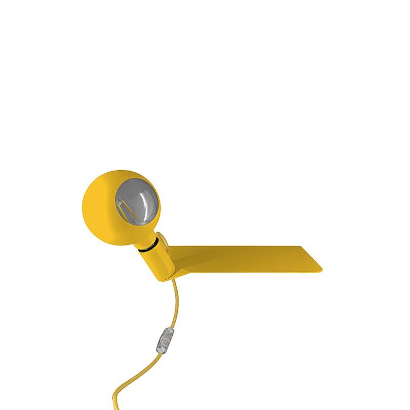 Lampada in metallo color giallo con mensola di Filotto