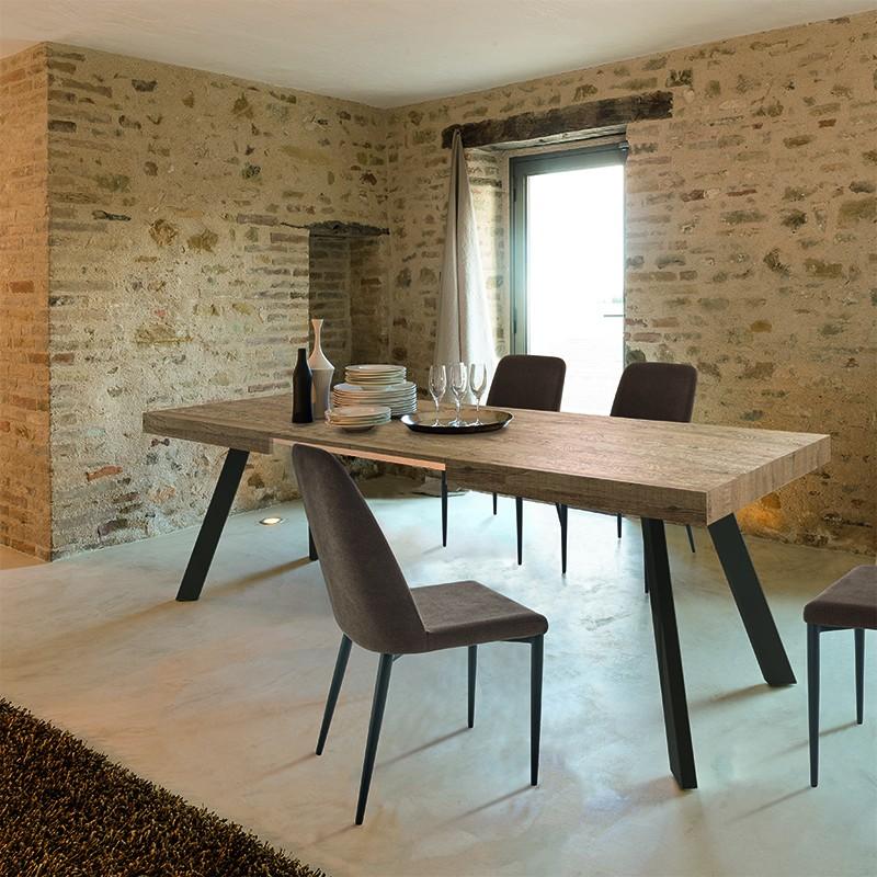 tavolo allungabile Denver di friulsedie con piano  tavolato quercia e gambe in metallo