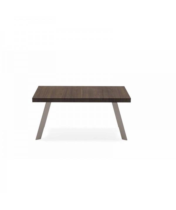 Il tavolo allungabile Bold di connubia calligaris con gambe in faggio finitura tortora e piano in nobilitato termocotto