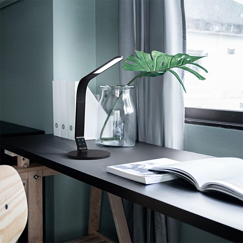 lampada da tavolo leg di perenz nero su scrivania