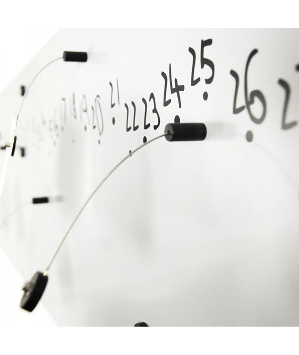 Calendario perpetuo Krok 2 Black di dESIGNoBJECT ambientato magneti