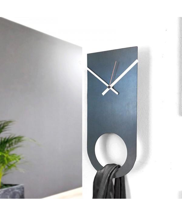 orologio a parete in metallo e ferro nero di dESIGNoBJECT
