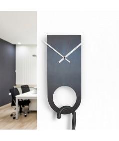orologio a parete in metallo e ferro nero di dESIGNoBJECT portaobrelli
