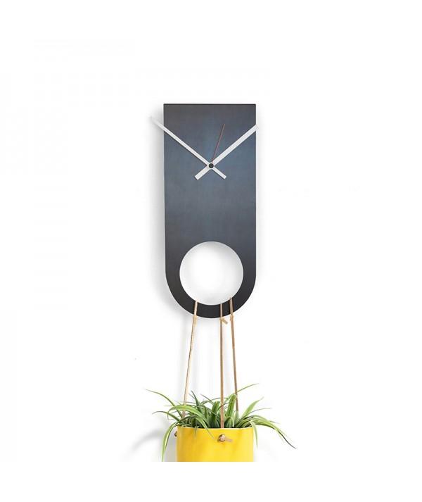 rologio a parete in metallo e ferro nero di dESIGNoBJECT porta fiori