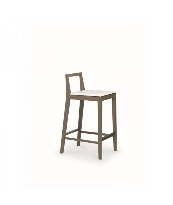 sgabello object di friulsedie in legno laccato fango e seduta in cuoio rigenerato bianco