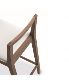 sgabello object di friulsedie in legno tabacco e seduta in cuoio rigenerato bianco
