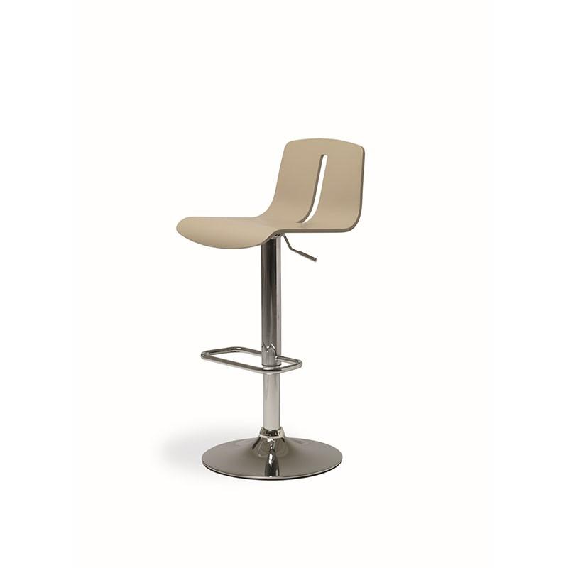 sgabello gordon di friulsedie realizzato con struttura in metallo cromato con sedile in multistrato laccato corda