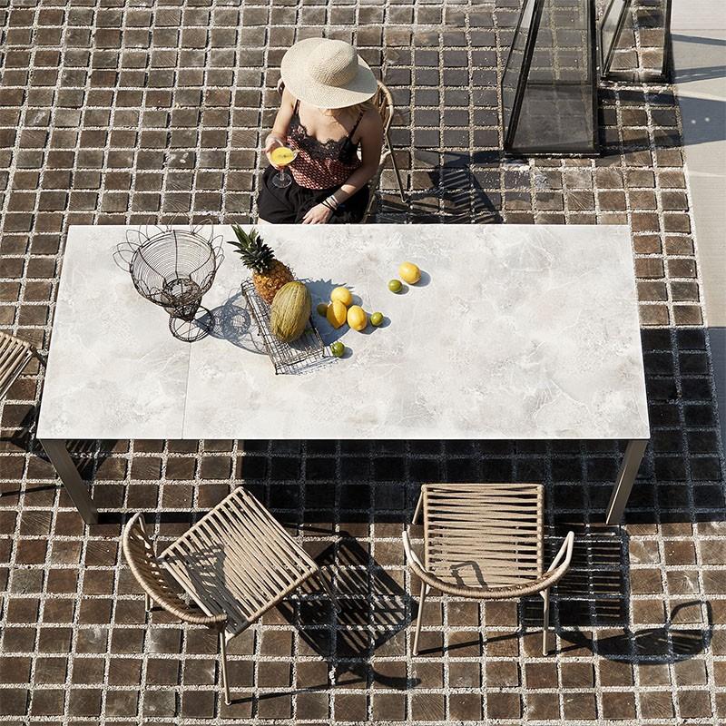 Tavolo Pranzo Allungabile di scab piano stratificato effetto pietra in evidenza