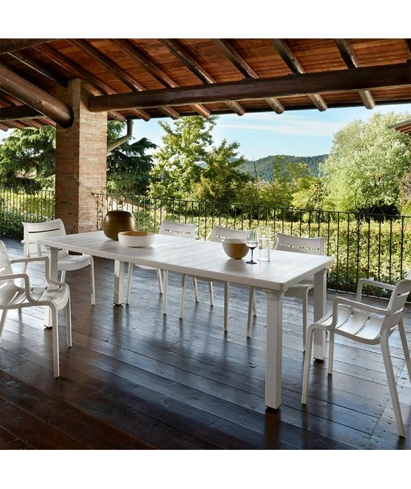 Tavolo Allungabile Per3 di sab in alluminio e piano in tecnopolimero lino ambientato