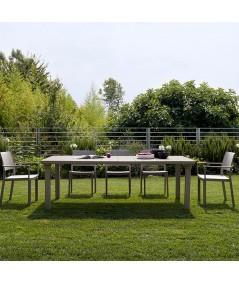 Tavolo Allungabile Per3 di scab con gambe in allumino e piano in tecnopolimero tortora allungato ambientato