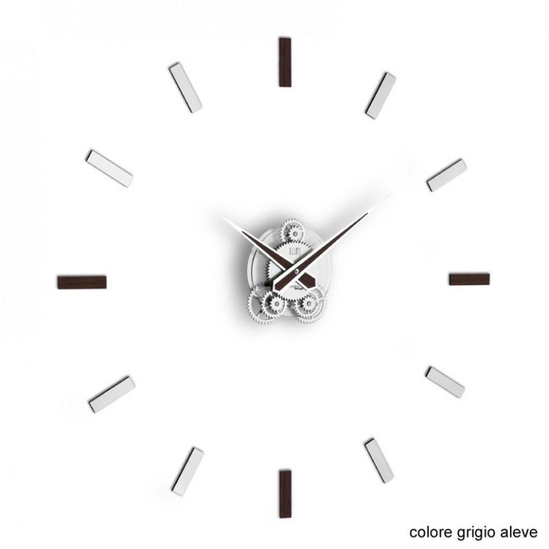 L'orologio da parete Illum di colore wenghè