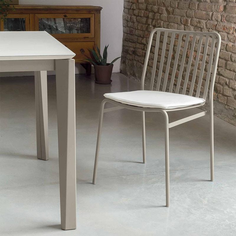 sedia per esterno street di ingenia bontempi in acciaio laccato sabbia