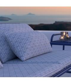 divano da esterno Lolita di memedesign in acciaio blu navy particolare cuscini