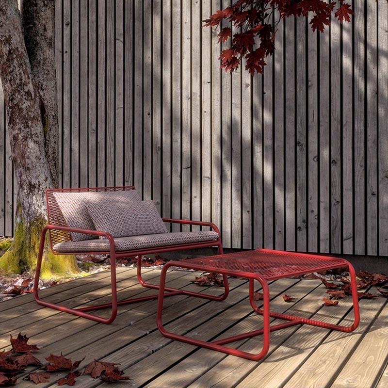 Poltrona da esterno Lolita di memedesign in acciaio rosso dalia